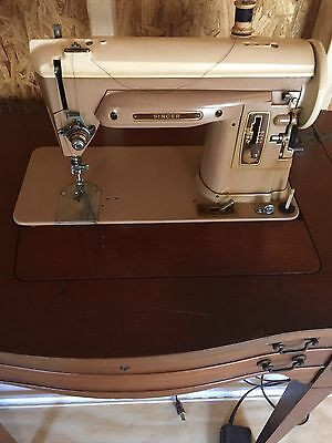 Singer Sewing Machine Vintage Antique with Cabinet