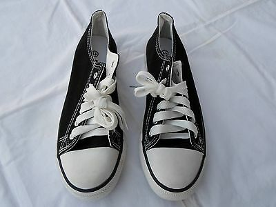NEW Chuck Taylor Style Low Top Sneakers Women's Size 11 Men's 9