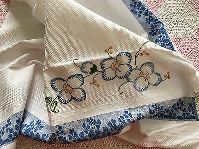 Vintage EMBROIDERED TEA TOWEL - White & Blue