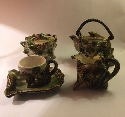 Vintage Majolica 5 Piece Decorative Conch Shell Tea Set In Excellent Condition