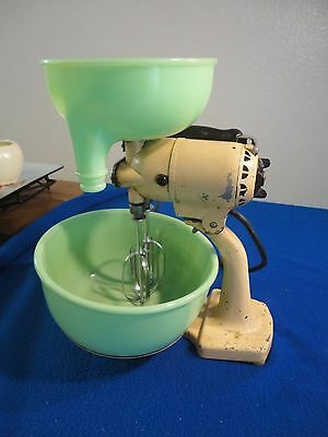 Vintage Sunbeam Mixmaster 1920 To 1930 Cream Color  Juicer And One Bowl Works