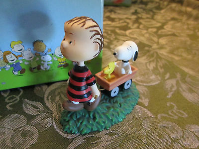 Peanuts, Linus pulling Snoopy and Woodstock in Wagon, Figurine