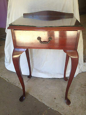 Vintage Queen Anne Side table. Glass top. 1 Drawer