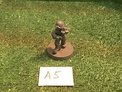 25mm WWII American GI lighting a Molotov Cocktail A5 (1)