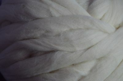 WOOL /  YARN  - 1kg GIANT FOR HAND/ARM OR NEEDLE KNITTING / CREAM