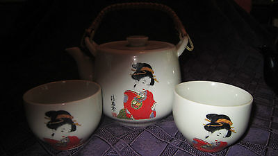Tea Set - Teapot w/ Strainer, 2 Cups - Japanese Girl, Bamboo Handle - Japan