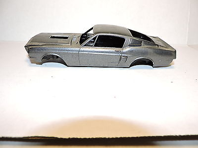 AMT 1968 Shelby Mustang Body Tub and Chassis Parts 1/25