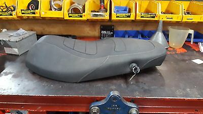 Piaggio typhoon 125 seat - with 2 keys for seat lock