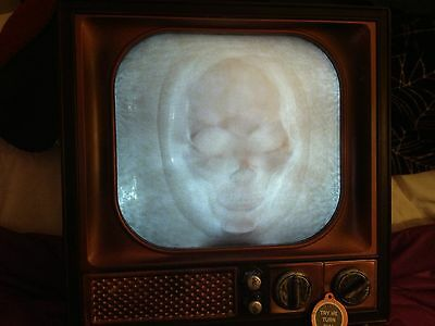 ANIMATED TV TELEVISION GHOST SKULL PUSHES OUT FROM SCREEN HAUNTED Prop
