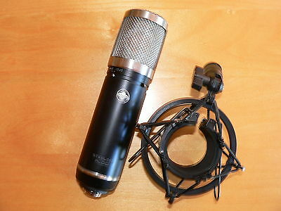 Sterling Audio microphone ST 55 avec support + pochette.