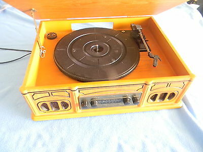 Retro Turn Table and radio AM/FM. Excellent condition