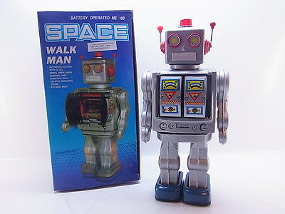 LOT 40600 | Batteriebetriebener Space Walk Man Roboter Sound Licht Vintage OVP