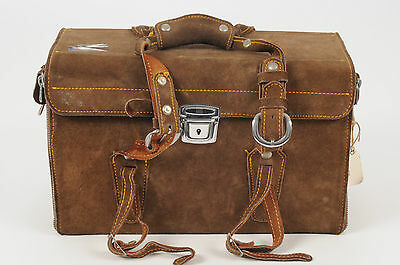 VINTAGE 1970s CAMERA STORAGE CASE BAG IN BROWN SUEDE LEATHER FINISH (3268)