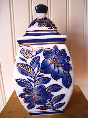 """Chinese Blue and White With Gold Accents Porcelain Ginger Jar 6 1/4"""" ~ Sweet"""