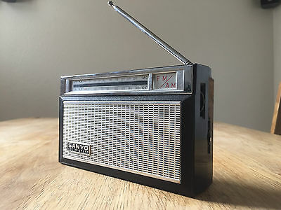 radio Sanyo 9F823 solid state made in japan 1978