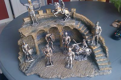 Veronese Display Battlements & 9 pewter Historical Knights Figures Collection
