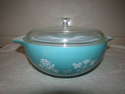 Pyrex TURQUOISE NEEDLEPOINT EMBROIDERY 2.5 QT CINDERELLA SERVING BOWL w/624 LID