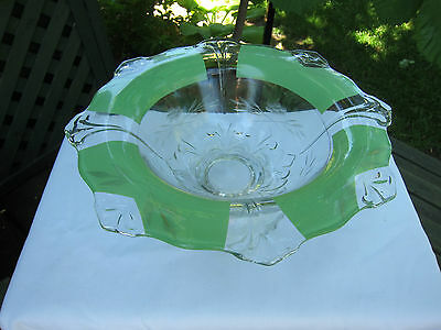 Nice Modern Retro Indiana Fleur de Lys Reverse Green Painted Footed Bowl