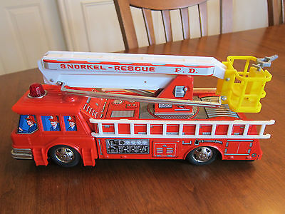 Vintage Snorkel Rescue Fire Engine Battery Operated #2002 Japan With Box !