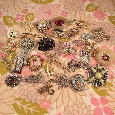 Vintage Jewellery Lot- Lot of 30 Vintage Brooches Pins for Spares/Repair/Harvest