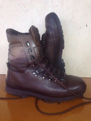 Size 9 brown altberg defender military boots! very Good Condition,loads of tread
