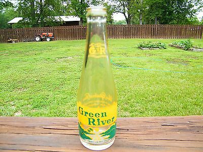 Vintage Green River Chicago, Illinois IL 7 Oz. Green Yellow ACL Soda Pop Bottle