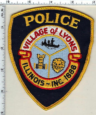 Village of Lyons Police (Illinois) uniform take-off Shoulder Patch from 1992