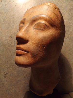 Nefertiti - Egyptian statue / sculpture - Bust of Queen. Cairo museum replica