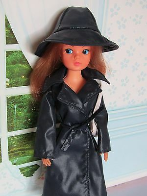 Pedigree Sindy Doll 1970s Auburn in 1978 April Showers Outfit