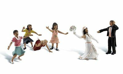 Wedding Bouquet Toss #A1932 - HO Model Train - Fully painted & assembled