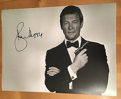 SIGNED ROGER MOORE 16x12 PHOTO HAND SIGNED WITH PROOF AND COA
