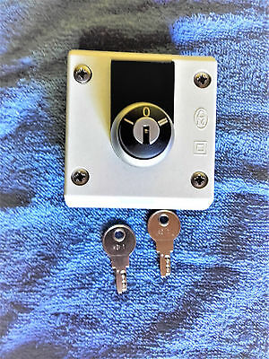 Eaton Moeller 216900 M22-WRS 3 Position maintained Key Switch  NOS
