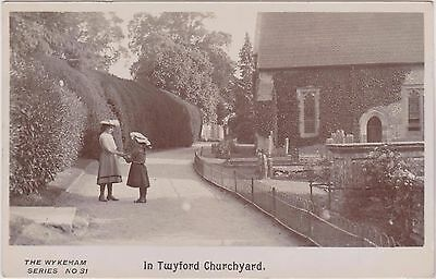 In Twyford Churchyard - Winchester - Hampshire - Rp By Wykeham