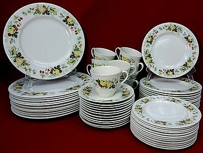 ROYAL DOULTON china MIRAMONT TC1022 pattern 60-piece Place Setting Service - 12