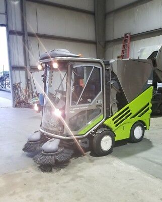 2005 Tennant Applied Green Machine 525HS Enclosed Compact Street Sweeper