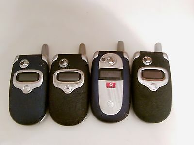 Job-lot 4 Motorola Flip phones spares or repair, all power up,