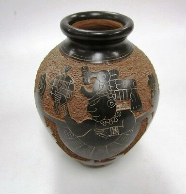 """Handcrafted Nicaragua Pottery vase Artist Signed 6.5"""" H incised Scenic GREAT"""