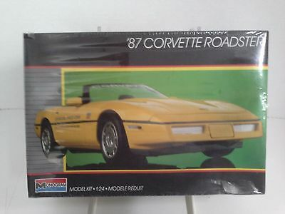Monogram '87 Chevy Corvette Roadster Indy 500 Pace Car 1:24 - Sealed