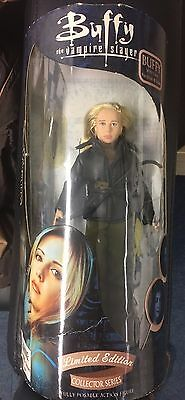 Buffy the Vampire Slayer Buffy Figure with cross necklace & stake Diamond Select