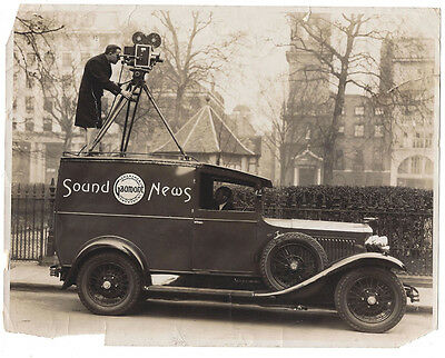 GAUMONT NEWS Cameraman in Action - Vintage Press Photograph c1935