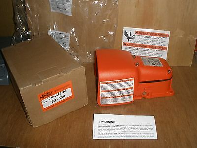 NEW Linemaster Hercules 537-SWH Heavy Duty Safety Foot Switch 15A 125-250VAC USA