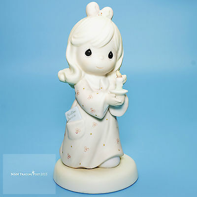 """1997 Precious Moments """"Sharing The Light Of Love"""" Figurine CHRISTMAS CANDLELIGHT"""