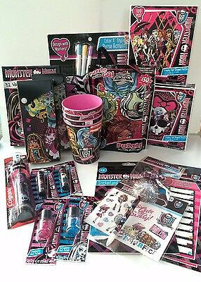 New Monster High Doll 21 Pc Girls Purse Puzzle Accessories Activity Lot
