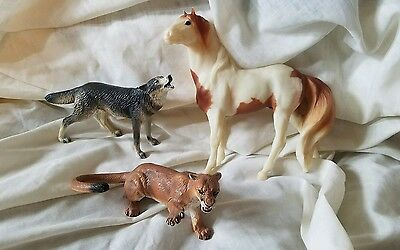Breyer Classic Mustang Medicine Hat Stallion and Grey Wolf Includes Extra Cougar