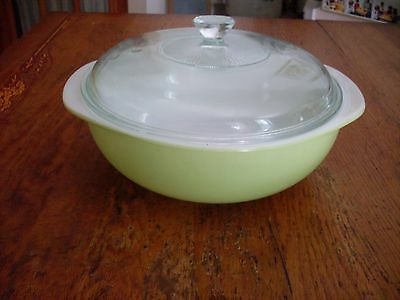 Vintage 1960s PYREX Lime Green Round Covered Casserole 024 2 QT