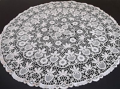 VINTAGE MAGNIFICENT HAND WORKED BOBBIN LACE TABLE CLOTH 80cms DIA.