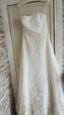 vintage wedding dress size 10 /12 very detailed  strapless with train