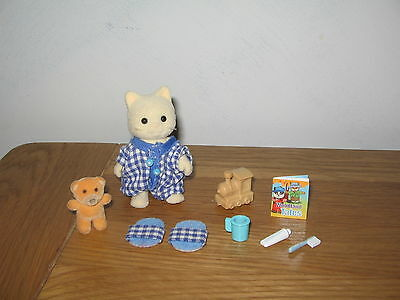 SYLVANIAN FAMILIES Christian's Bed time - Christian Chantilly & accessories