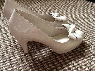 Gorgeous quality clarks Nude patent leather high heel court  shoes uk 8 VGC