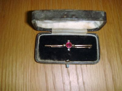 Vintage Ladies 9ct Gold Brooch set with pink/lilac stone and small seed pearls